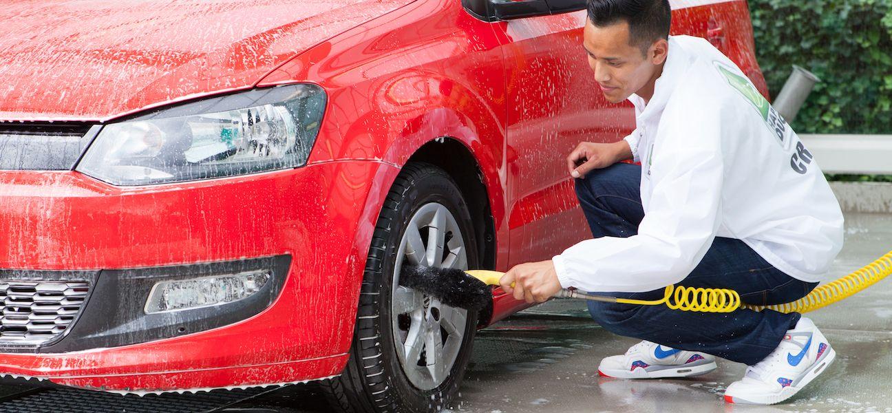Auto wassen bij Happy Duck in Duivendrecht